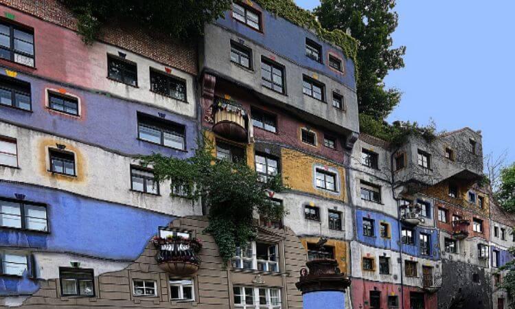 Bild von einem bunten Haus