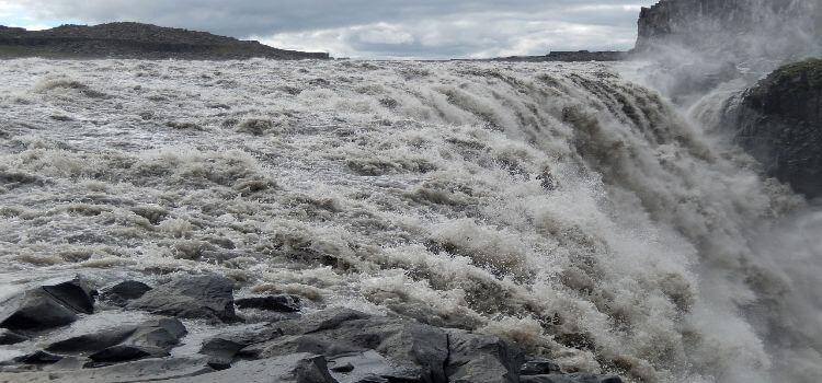 Bild vom mächtigen Wasserfall Detitfoss