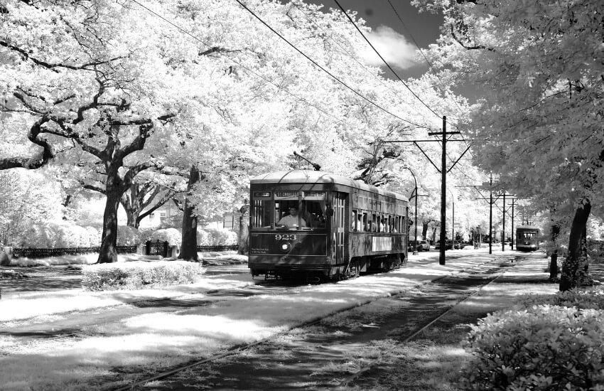 Bild von einer alten Straßenbahn die noch aktiv ist in New Orleans