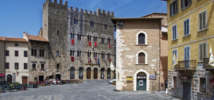 Massa eine wunderschöne Stadt in der Sonne der Toskana
