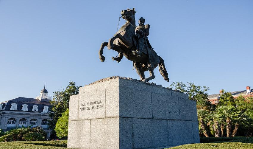 Bild von einem Reiterdenkmal eines Generals