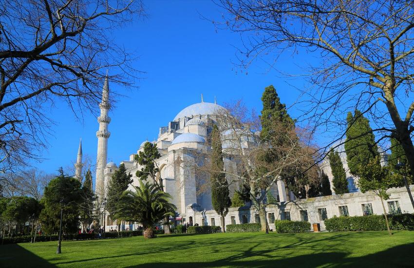 Die Moschee Süleymaniye Moschee von außen im Herbs fotografiert.