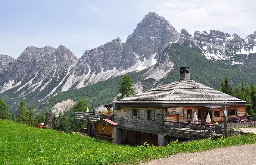 Eine Luxusimmobilie aus Holz in den Alpen