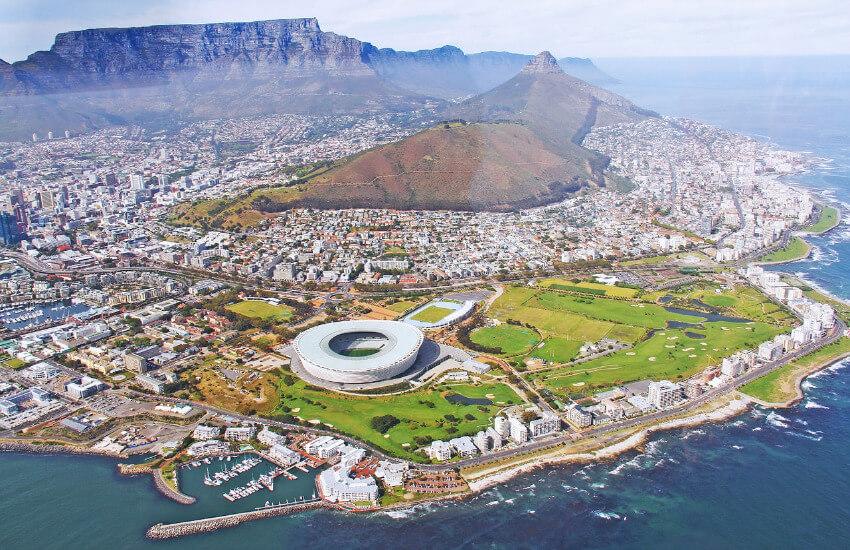 Kapstadt bei schönem Wetter vom Flugzeug aus fotografiert.