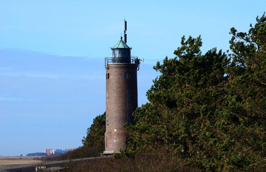 Leuchtturm in St. Peter Böhl mit einer Aussichtsplattform.