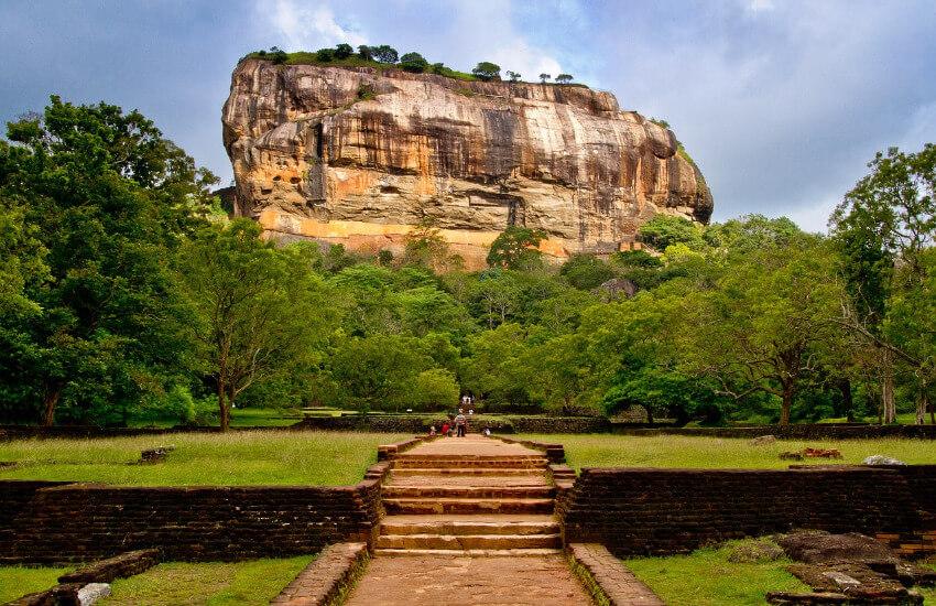 Sigiriya, ein großer Felsen, was einst eine Festung war.