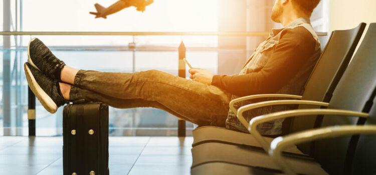Wie überbrückt man am besten Wartezeiten am Flughafen